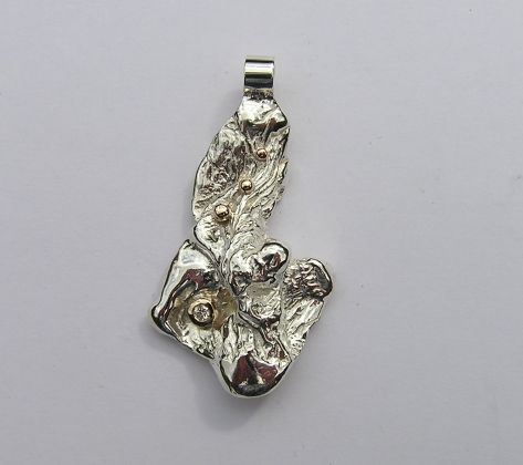 Silver & 9ct Gold pendant with Diamond